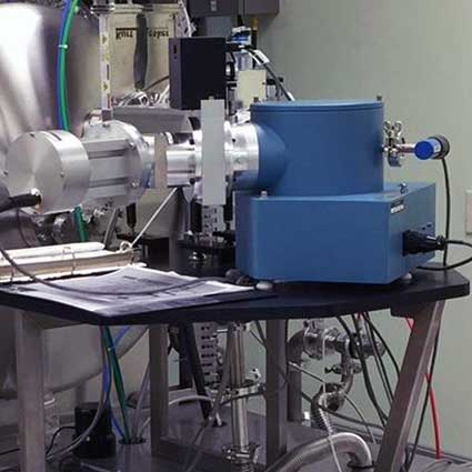 Vacuum UV spectrometer for analytical and diagnostic applications
